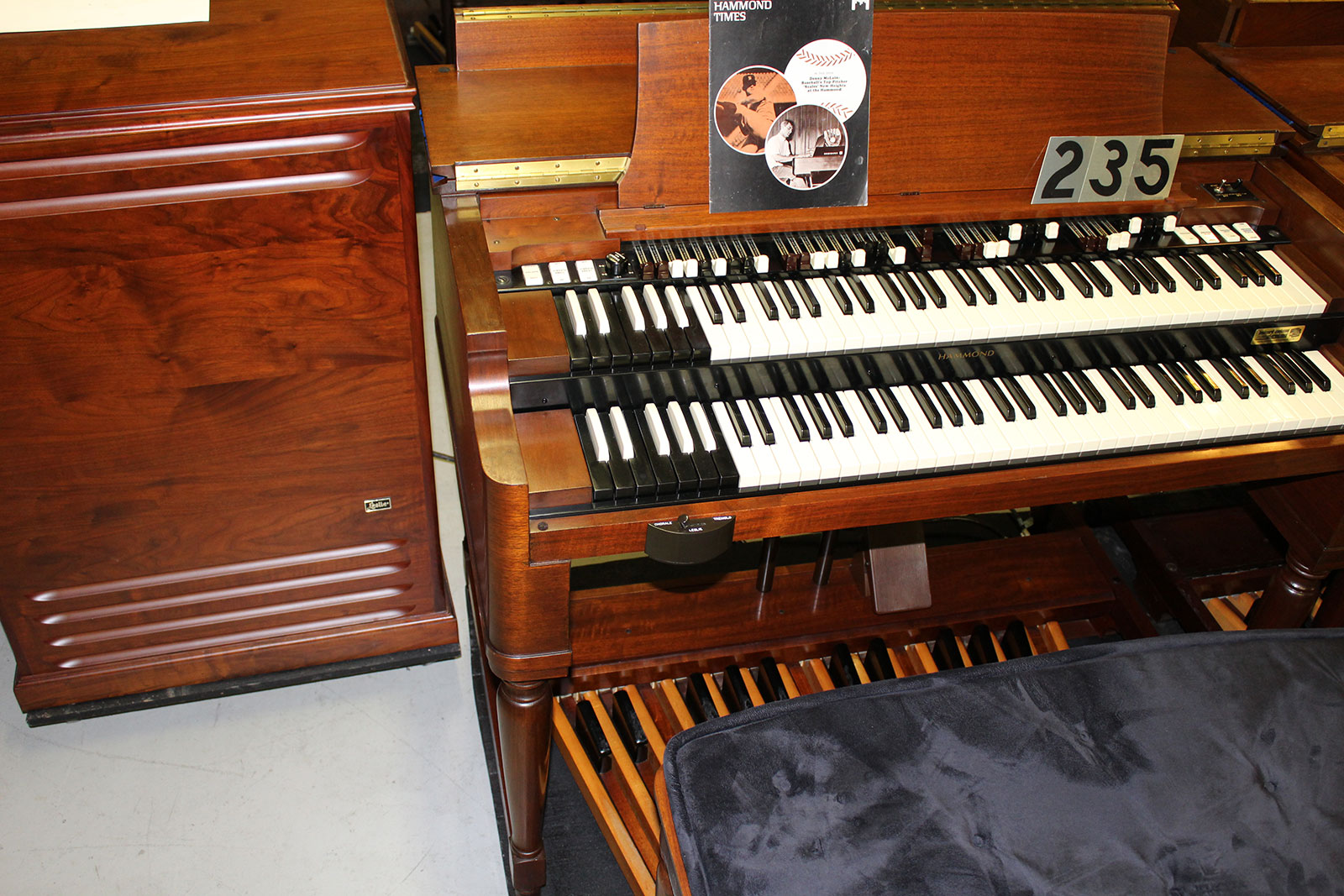 hammond organs for sale keyboard exchange international vintage hammond organs and leslie. Black Bedroom Furniture Sets. Home Design Ideas